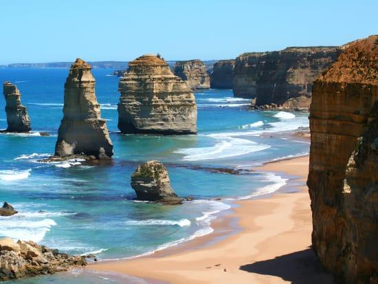 Australia_Melbourne_Great_Ocean_Road_12_Apostles_shutterstock_1937761