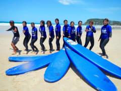 サーフィン (マリンスポーツ) | ゴールドコーストの観光・オプショナルツアー専門 VELTRA(ベルトラ)