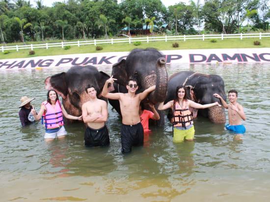 象と水浴びツアー (3)