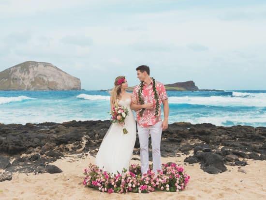 romantic-bliss-hawaii-beach-wedding-by-labella-(12)