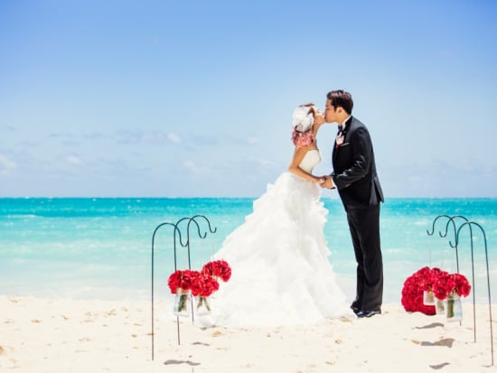 Hawaii Destination Wedding.Photoshoot For Couples Romantic Wedding Vow Renewal Pictures In Waikiki