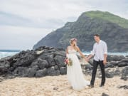 romantic-bliss-hawaii-beach-wedding-by-labella-(11)