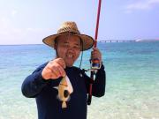 釣り 麦わら帽子とモンガラ
