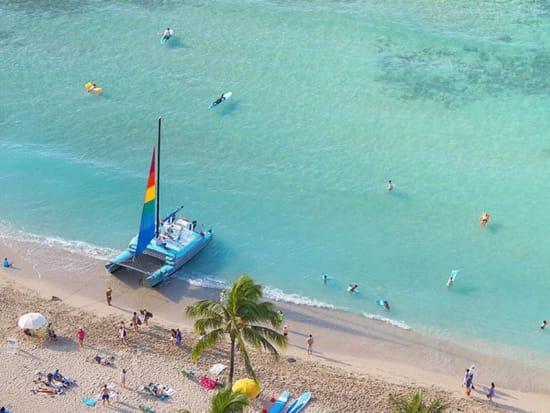 USA_Hawaii_Waikiki_Beached-Catamaran