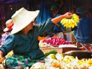 Experience the Damnoen Saduak floating market