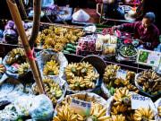 bangkok damnoend saduak floating market fruits