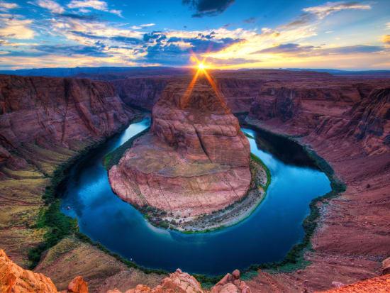 Canada_Horseshoe Canyon_shutterstock_122540536