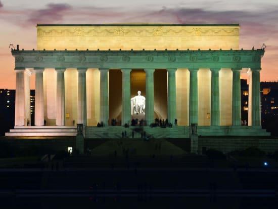 USA_Washington_DC_Lincoln_Memorial_Night_shutterstock_115838485