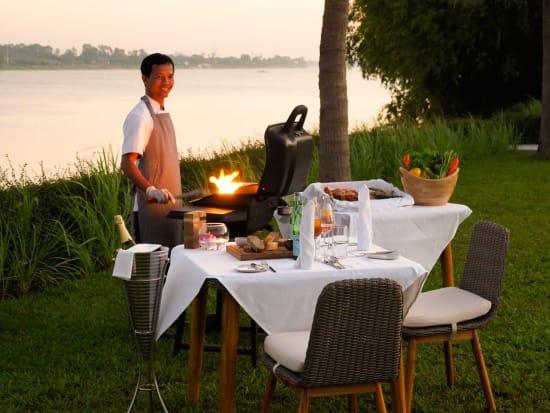 romantic_dinner_garden