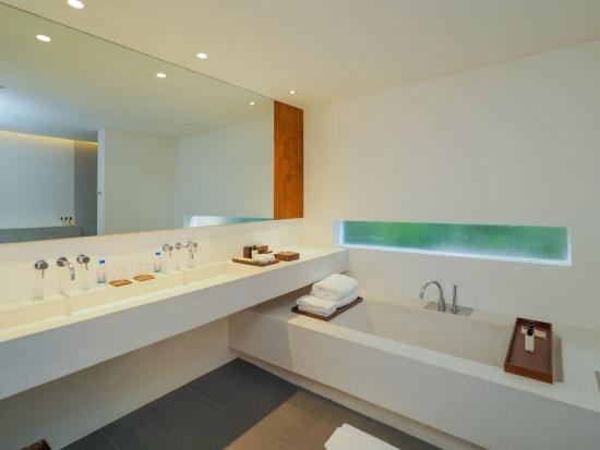 riverfront_suites_bathtub