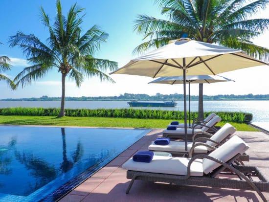 the_bale_phnom_penh_sun_loungers