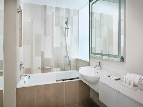 Holiday Inn Dubai Festival City Bathtub bathroom