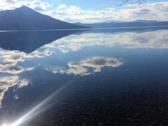 雲が映りこむ水面