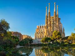 Spain_Barcelona_Sagrada_Familia_AdobeStock_131604886