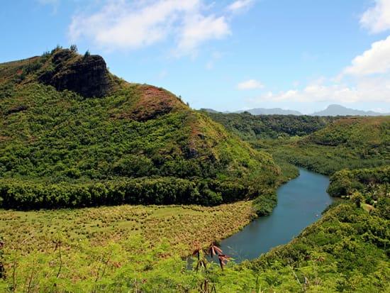 Hawaii_Kauai_Wailua_River_shutterstock_160596296