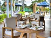 Ana_Beach_House_Patio_dining_Landscape_[6192-ORIGINAL]