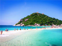 The stunning scenery and sand bar of Koh Nang Yuan