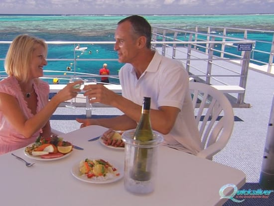 outer-barrier-reef-pontoon-platform-lunch-couple