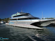 great-barrier-reef-QS-boat-01