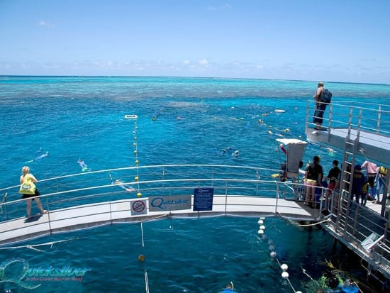 outer-barrier-reef-pontoon-platform-snorkel-walkway