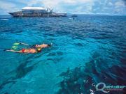 outer-barrier-reef-snorkel-couple-pontoon-platform-background