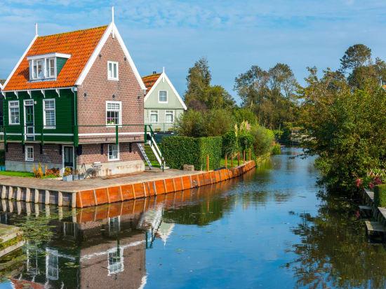 Netherlands_Marken_Traditional_Houses_shutterstock_764953726