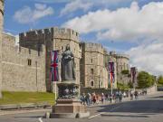 Queen_Victoria_Statue_shutterstock_315808076