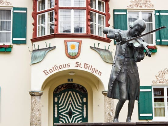 Statue_of_Mozart_shutterstock_390454042