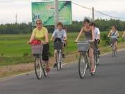 biking to tra que