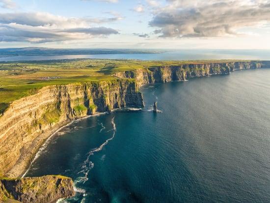 Ireland_Cliffs_of_Moher_shutterstock_717478675