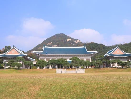 Korea_Seoul_Blue_House_Presidential_Office_shutterstock_542841904