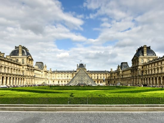 France_Paris_The_Louvre_shutterstock_660771904