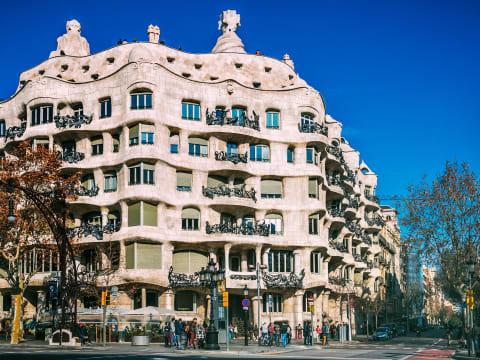 カサ・ミラ(ラ・ペドレラ)入場チケット (優先入場チケット/パス) | バルセロナの観光・オプショナルツアー専門 VELTRA(ベルトラ)