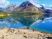 Canada_Alberta_Banff_Lake-Minnewanka_shutterstock_353134457