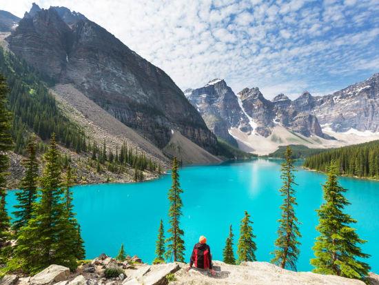 Canada_Banff_National_Park_Moraine_Lake_shutterstock_493067743
