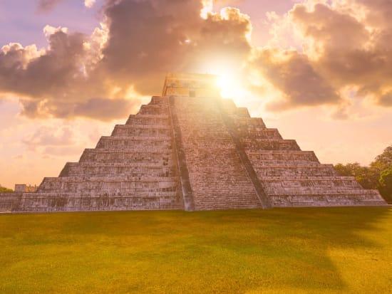 Mexico_Yucatan_Chichen_Itza_shutterstock_740755528