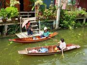 Damneon Saduak floating market locals on boats