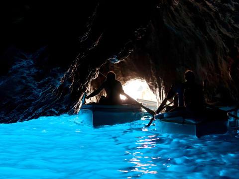 カプリ島・青の洞窟(ナポリ発)
