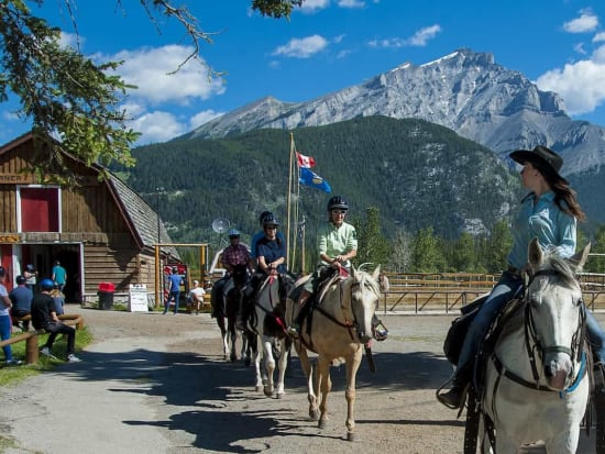 ※Top候補Banff-horseback-ride-with-your-friendly-g