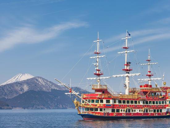 Cruise Lake Ashi on a Hakone pirate ship