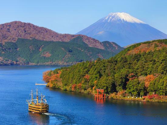 Kanagawa_Hakone_Lake_Ashi_shutterstock_233751958