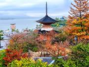 Hiroshima_Itsukushima_Shrine_shutterstock_522510133