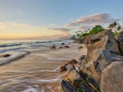 Hawaii_Maui_Wailea_Beach_Rocks_Waves_shutterstock_633773504