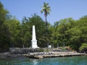 US_Hawaii_Big Island_Kealakekua_Bay_Capt_Cook_Monument_shutterstock_68710447