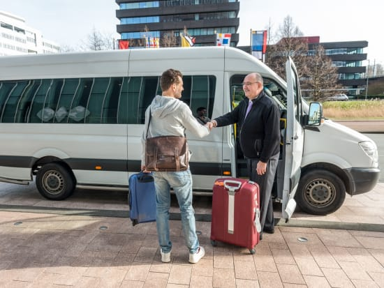 man shaking the hands of driver shuttle transfer