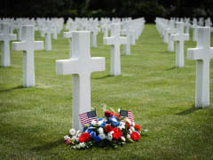 France_Normandy_American_Cemetery_graves