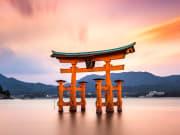 Hiroshima_Itsukushima_Shrine_shutterstock_363803048