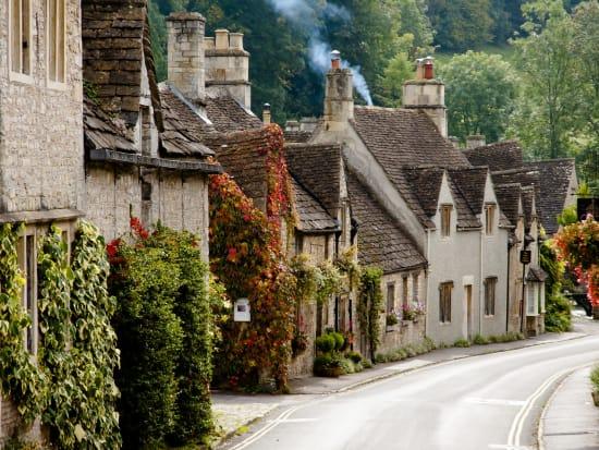 UK_England_Cotswolds_Castle_Combe_shutterstock_370249727