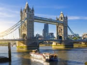 UK_London_Tower Bridge_boat