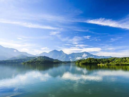 Taiwan_Sun Moon Lake_shutterstock_670113031